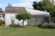 Blick auf Gartenhaus und Stall