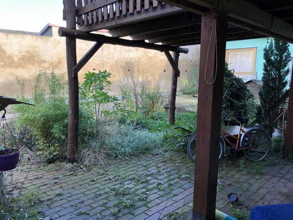 Terrasse und Hof