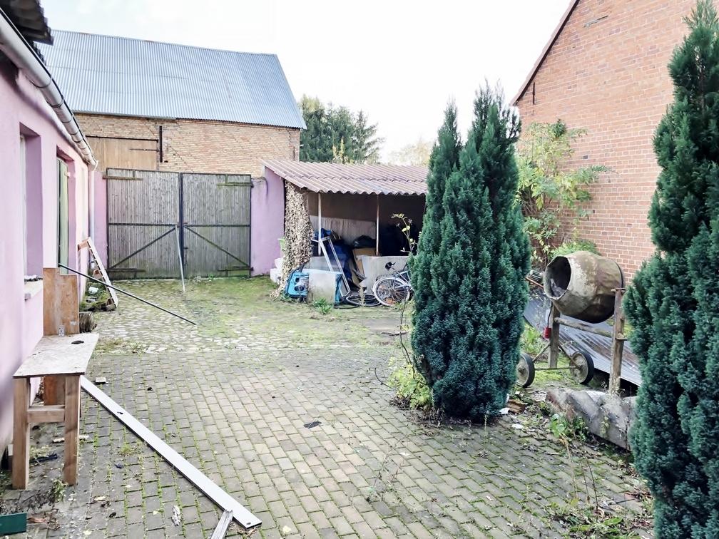 Hinterhof mit Zufahrt