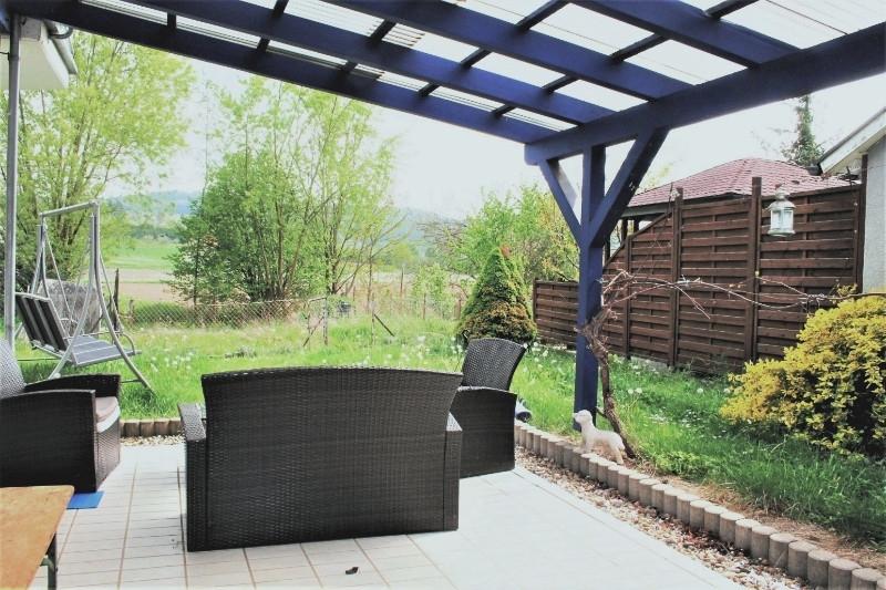 Ein Sonnenplatz mit grüner Aussicht