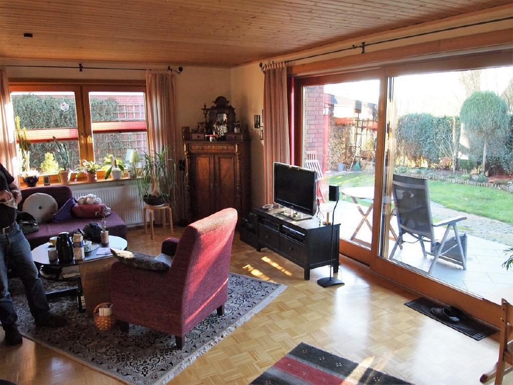 Wohnzimmer mit Terrassenzugang.png
