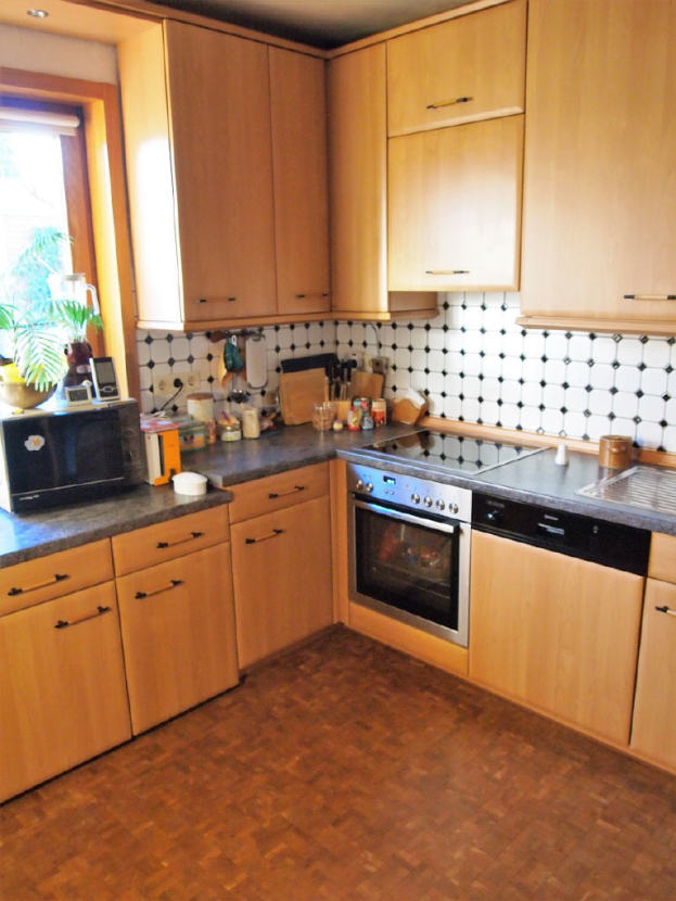 Küche mit Einbauküche.png