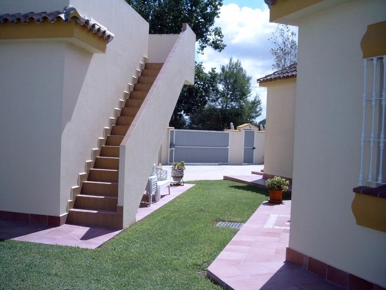 Garage mit Treppe zur Sonnenterrasse
