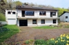 Haus und 2 talseitige Garagen
