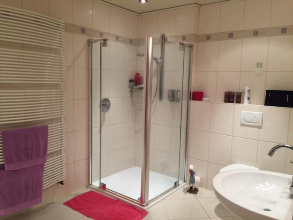 neuwertiges Badezimmer