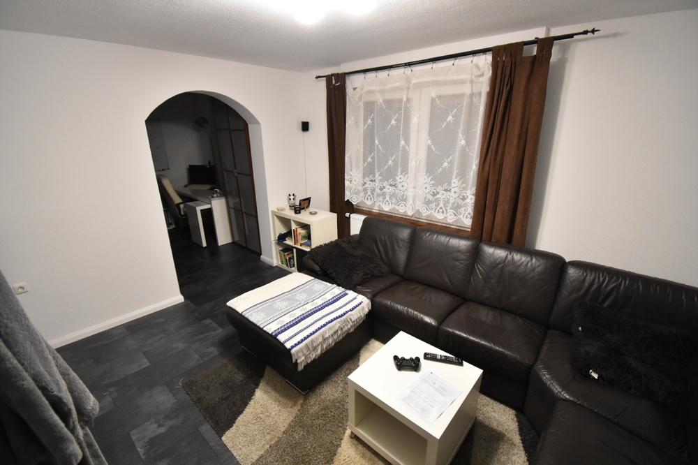 Schlafzimmer mit Schlaf und Wohnbereich
