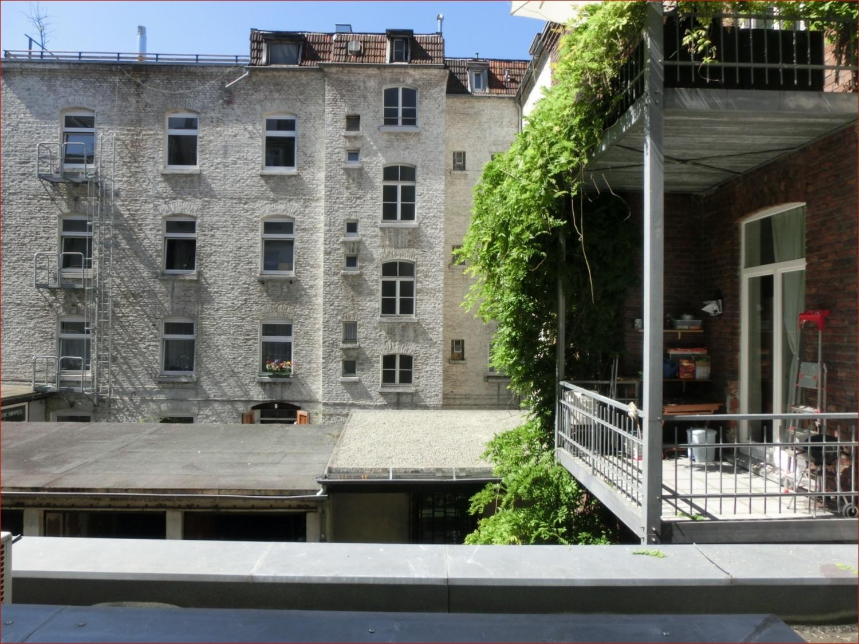 Blick vom Balkon in den Hinterhof