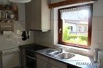 Küche mit Zugang zum Ess- und Kaminzimmer