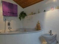 Bad mit großer Wanne