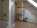 Bad mit Eckbadewanne und Dusche