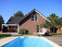 Exklusive Einfamilienhaus-Villa mit Pool und hochwertiger Ausstattung direkt am Wald- und Seen�he!
