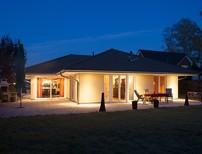 Gro�z�giger Winkelbungalow mit hochwertiger Ausstattung auf sonnigem S�dwest-Garten in Spitzenlage!