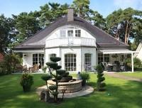 Bildschöne Einfamilienhaus-Villa mit Indoor-Pool und Doppelgarage auf beeindruckend schönem Garten