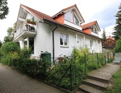 Interessantes, vollunterkellertes Doppelhaus (links bezugsfrei) in beliebter Lage von Waldheim