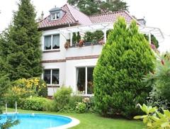 Repräsentative Altbauvilla von 1935 auf großzügigem Traumgrundstück in direkter Seenähe!