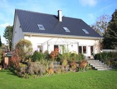 Schönes, vollunterkellertes Einfamilienhaus mit Einliegerwohnung auf großzügigem Südgrundstück!