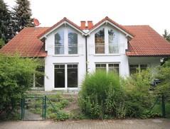 Interessante, vollunterkellerte Doppelhaushälfte (links bezugsfrei) in beliebter Lage von Waldheim