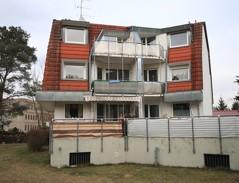 Sonnige Zwei-Zimmer-Dachgeschosswohnung mit Balkon und Tiefgaragenstellplatz