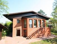 Großes Einfamilienhaus mit Einliegerwohnung und Gästehaus mit unverbaubarem Blick in die Natur!