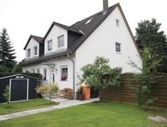 Sehr gepflegte, vollunterkellerte Doppelhaushälfte mit bester Ausstattung auf Süd-/West-Grundstück