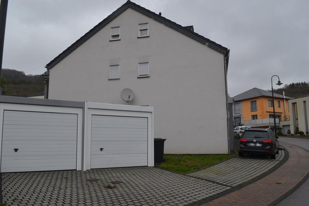 Garage und Stellplatz
