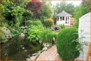 Pavillon im angelegten Garten