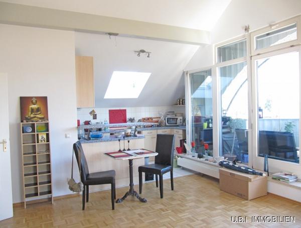 Blick vom Wohnen zur Küche