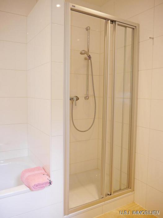 12) Wanne und Dusche