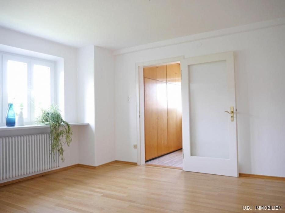 17) Schlafzimmer 1