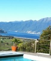 Bellissima villa con piscina riscaldabile, vista sul lago, ascensore privato, garage per 3 auto