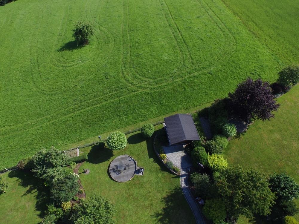 Immobilie Drohnenaufnahme gesamtes Grundstück