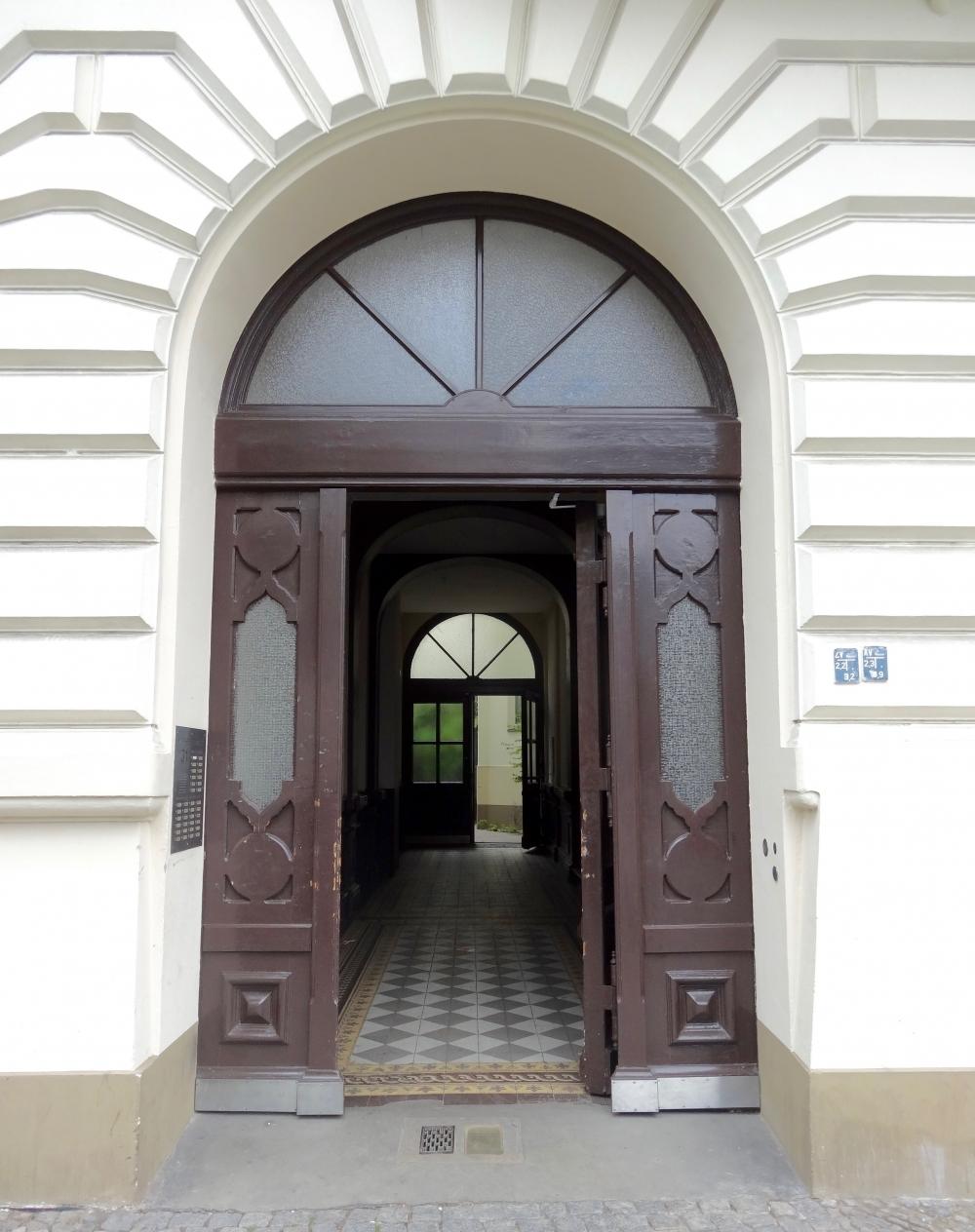 Eingangstür Vorderhaus