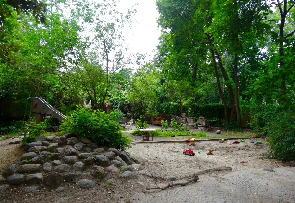 Grünanlage mit Spielplatz 2