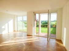 Wohn-/Esszimmer mit offener Küche