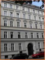 Vermietete große Altbauwohnung mit Holzfußböden und Balkon zur Kapitalanlage