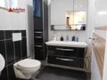 WC und Waschtisch im Tageslicht-Duschbad