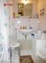 Das Duschbad mit Platz für die Waschmaschine