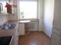 Die Küche hat Platz für einen Tisch mit Stühlen