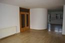 Wohnzimmer mit Zugang zum Flurbereich
