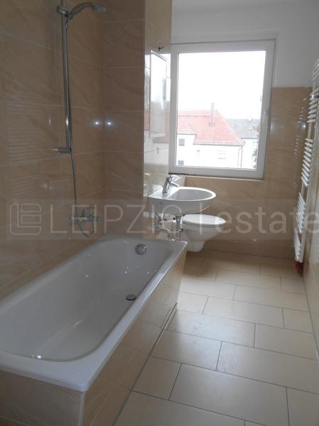 Bsp.: Bad mit Wanne & Fenster