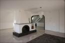 Großes Wohnzimmer mit Kamin für gemütliche Stunden