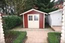 Kleines Abstellhaus an der Hauseingangsseite