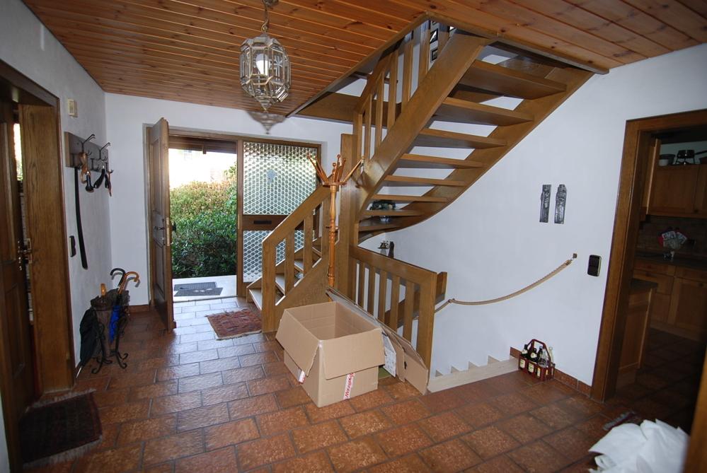 Eingangsbereich mit Treppenhaus