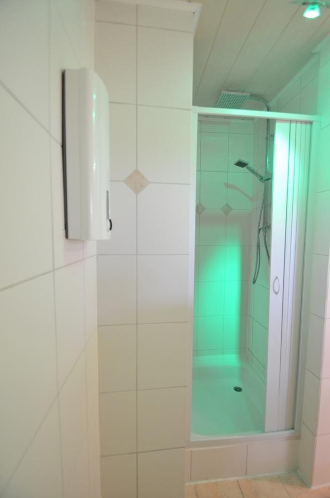 Dusche Wohnung C