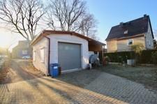 Grundstück mit Garage und Carport