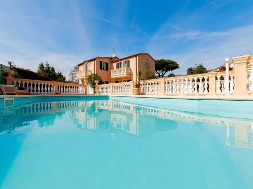 """""""Villa Rosa dei Venti""""  Villa mit zwei Apartments, Garten, Garage und Pool in Meeresnähe"""
