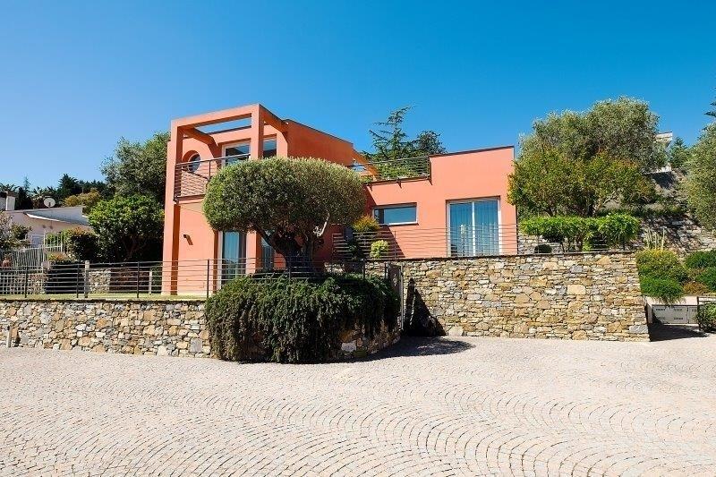 """""""Favola Mediterranea"""" Moderne freistehende Villa mit Meerblick, Sonnenterrasse und Garten"""