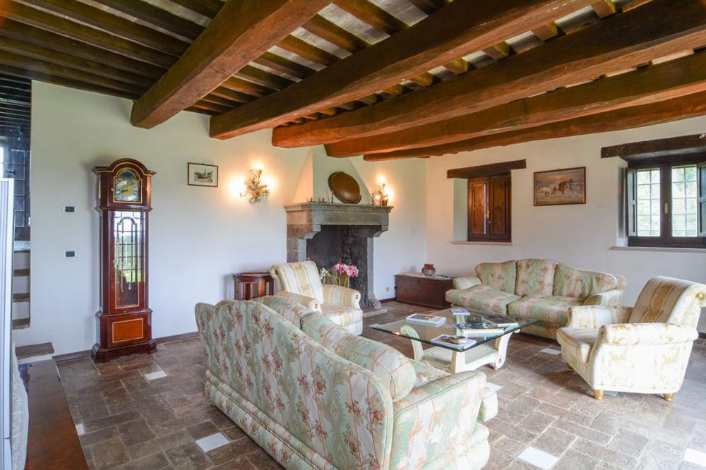 """""""Castello San Valentino"""" Historische Burg mit eigenem See, zwei Nebengebäuden in ruhiger Lage"""