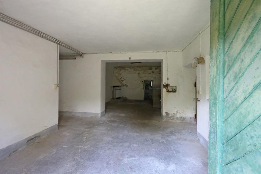 Renovierungsbedürftig! Exklusive Villa in guter Lage und mit viel Potenzial