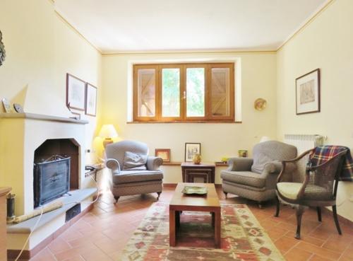 """""""Casa Castagna"""" Freistehendes renoviertes Landhaus in idyllischer Alleinlage 10 min. von Cortona"""